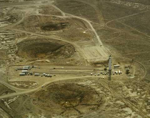 美国内华达的原子弹的巨大弹坑